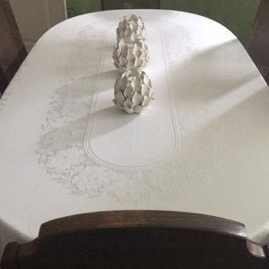Other - Tablecloth and napkins